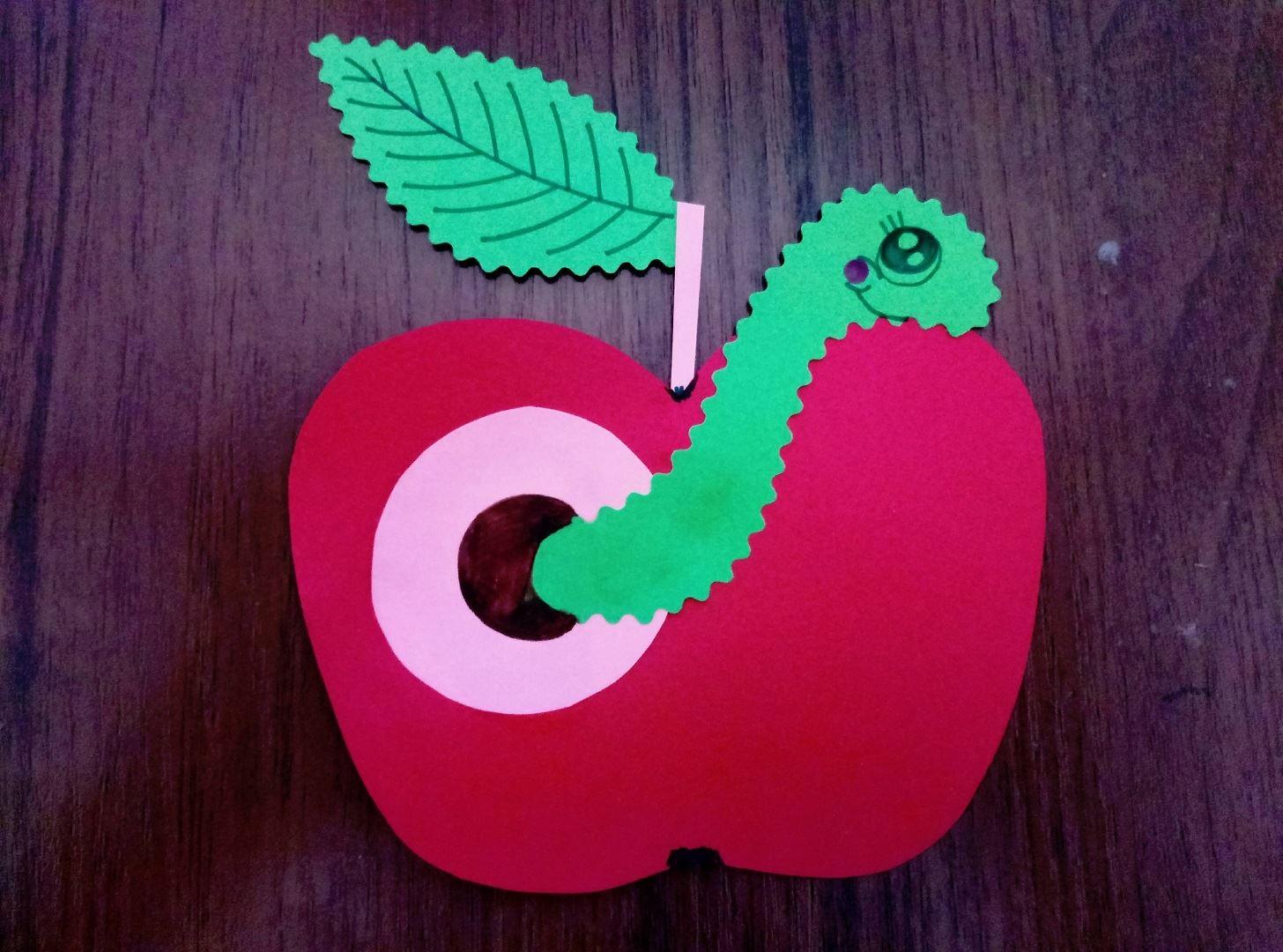 Поделка яблоко с червяком