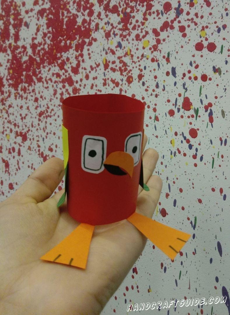 Сделаем очень забавную птичку из цветной бумаги, прямо сейчас.