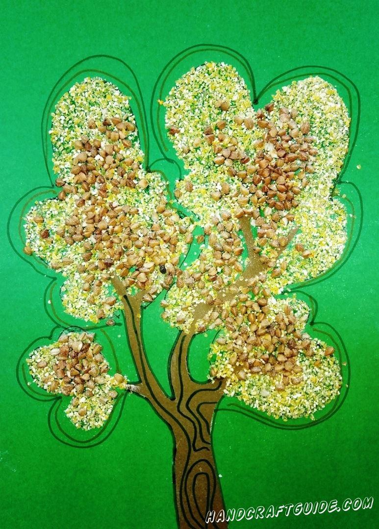 Нарисуем красивейшее осеннее дерево из круп