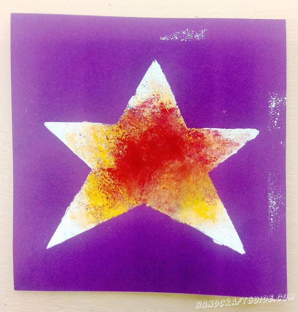 Рисуем самую красивую звёздочку через трафарет, с помощью мягкой губки