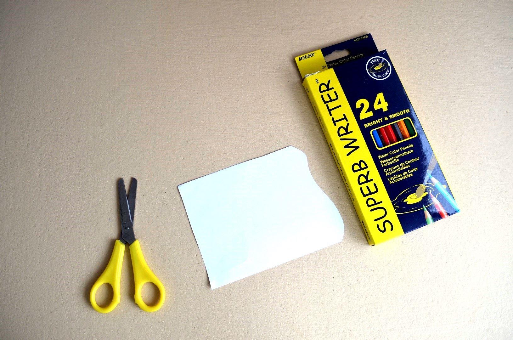 Берем голубой лист бумаги и вырезаем форму флажка. Форма можете подобрать произвольно, как вам нравится. Теперь рисуем на флажке красивую картинку на морскую тематику