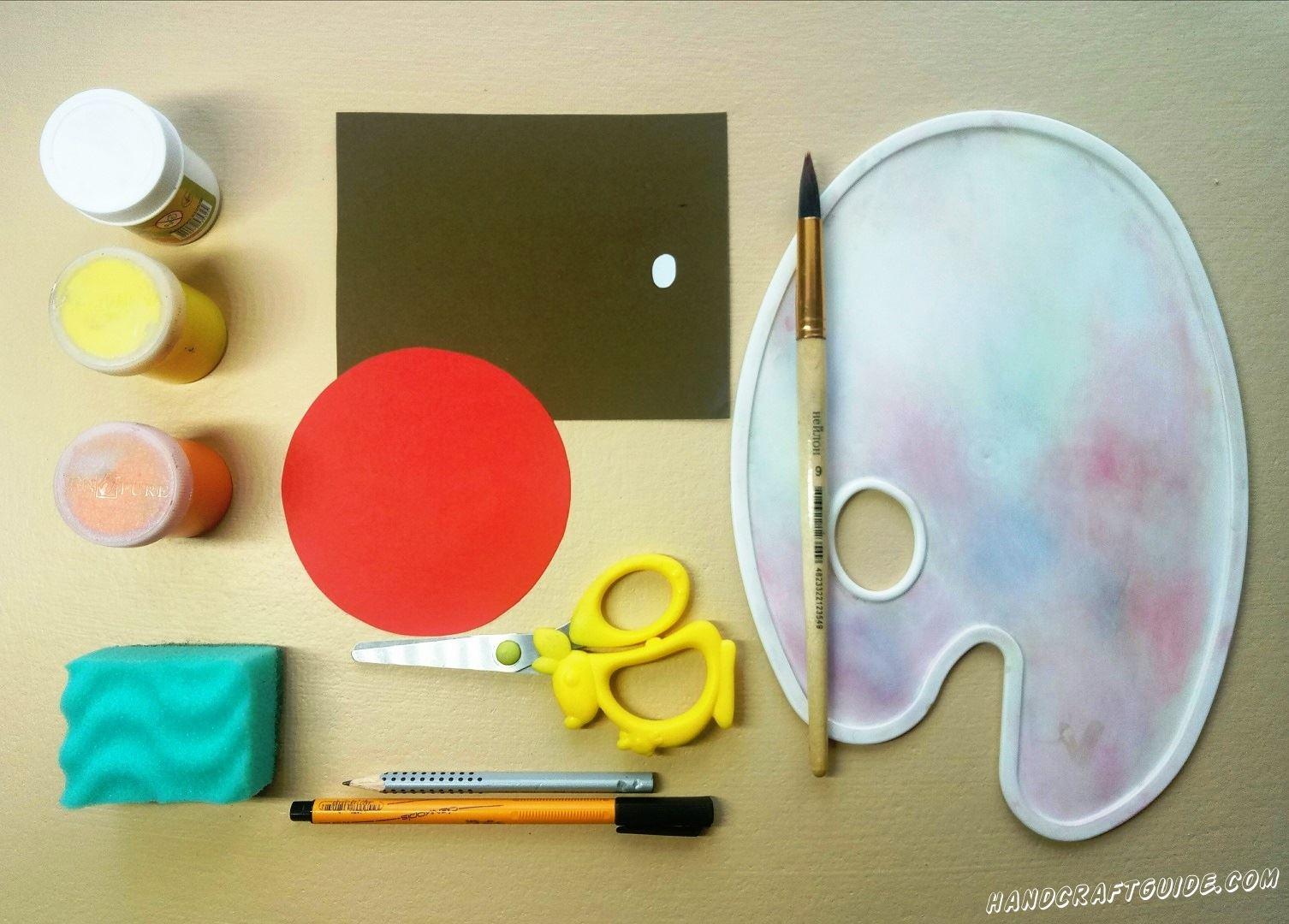 Давайте начнем с цветной бумаги. Вырезаем красный круг и маленький кружочек из бумаги белого цвета