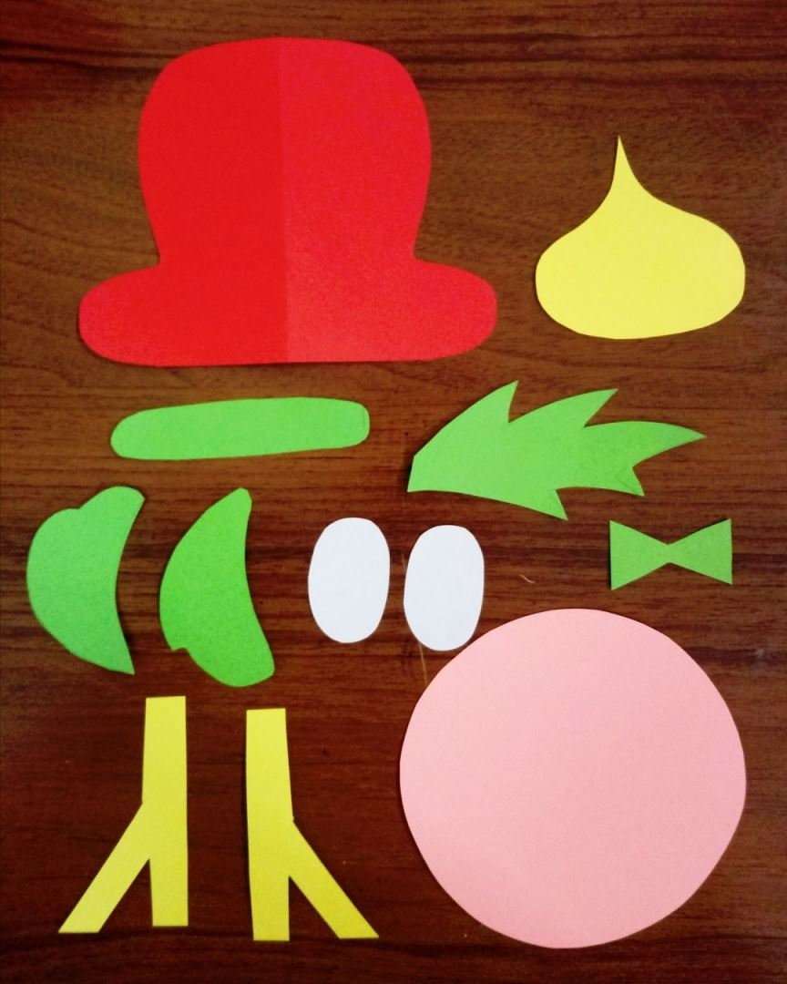 We cut out all the necessary details from colored paper, as in the photo.
