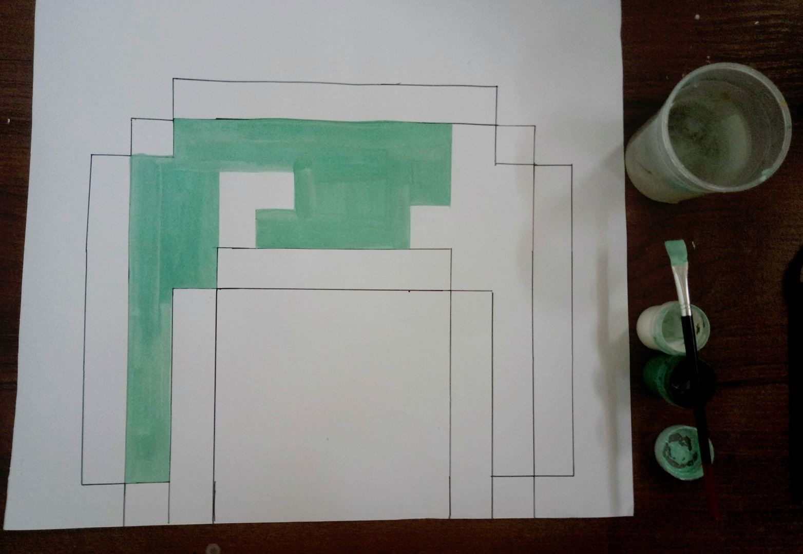 Берём в руки светло-зелёную краску и рисуем одну сторону