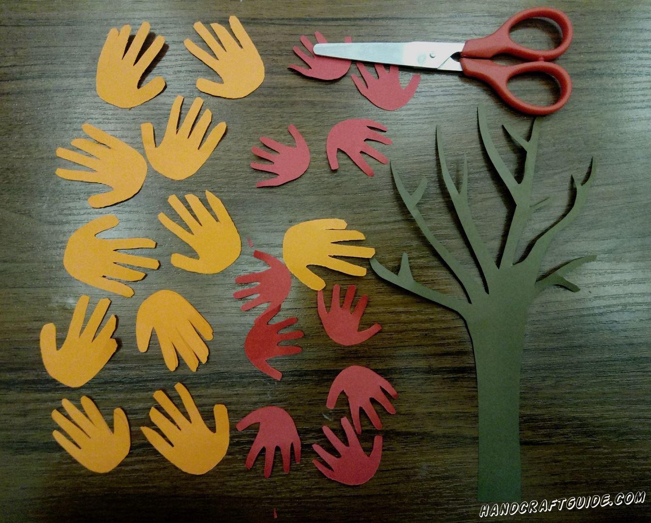 дерево из детских ладошек