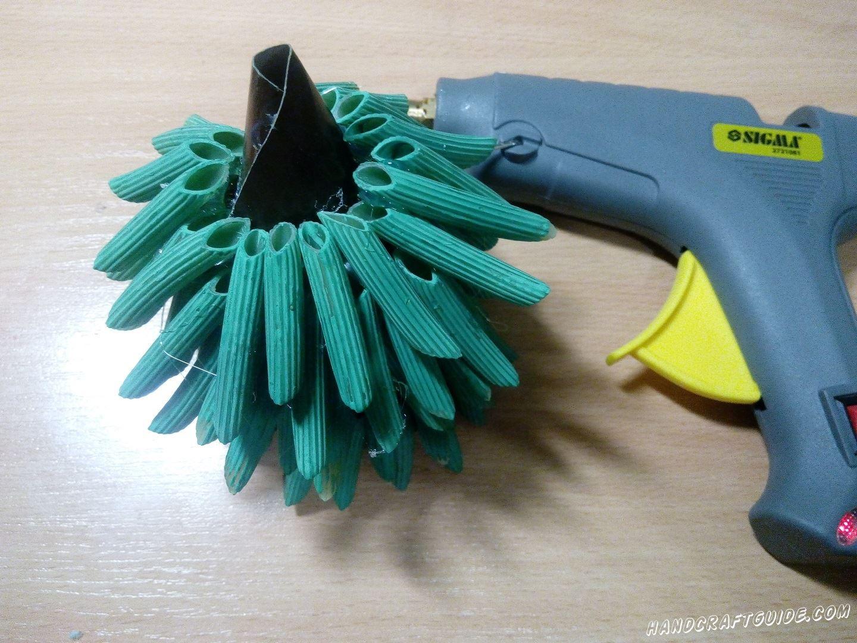 новогодняя ёлка из подручных материалов