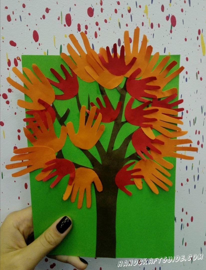 аппликация дерева из ладошек для детей