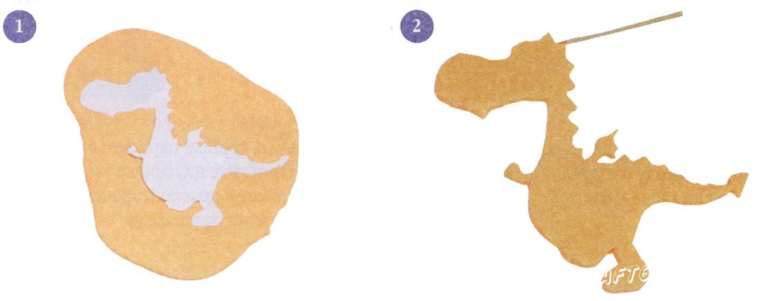 1. Вырежьте бумажный шаблон для дракончика. Раскатайте тесто, приложите шаблон. 2. Аккуратно вырежьте дракончика по контуру.