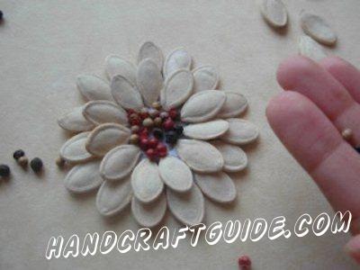 Цветы  из тыквенных семечек для детей