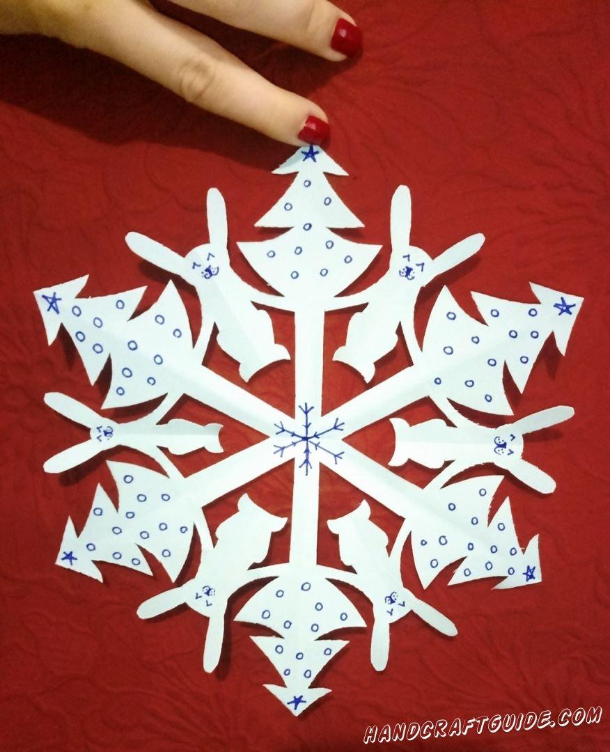 Превращаем свой дом в самый настоящий зимний дворец, с помощью бумажных снежинок.