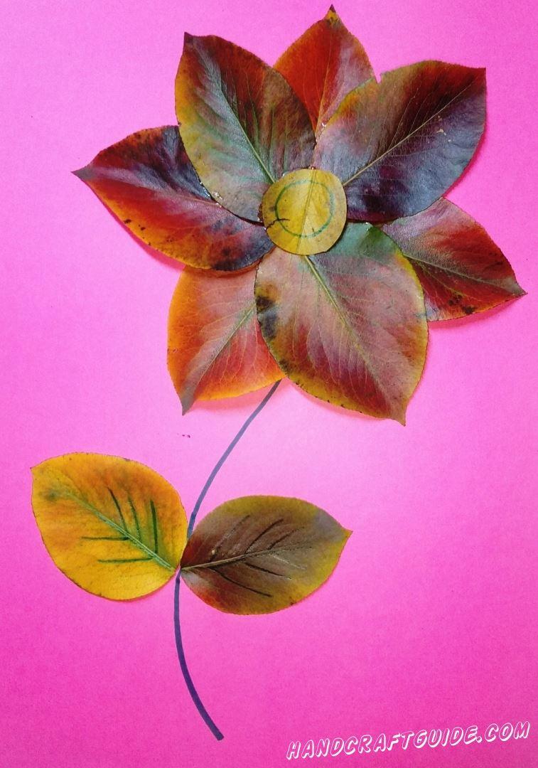 цветок из осенних листьев