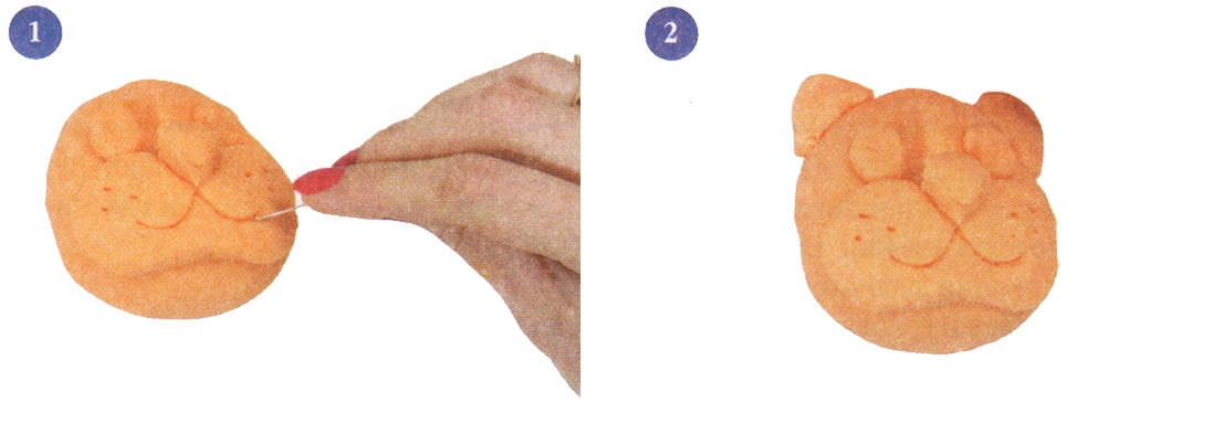 Roll a ball and lightly press to the table - is the head. Use your thumb to push down on the places where his eyes should be. Cut out rolled out dough for oval faces, and shall cleave under eye hollows. Roll three balls - the eyes and nose - and attach it to the head.