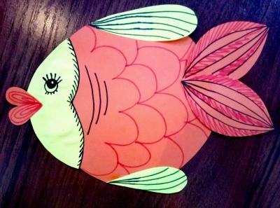 """Аппликация """"Золотая рыбка"""" из цветной бумаги будет прямо у вас в руках, после выполнения нескольких простых шагов."""