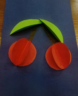 Красивые вишенки из цветной бумаги, дополнят ваш сад, сделанный своими руками.