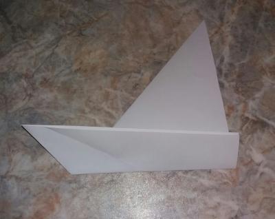 Сейчас мы сделаем одну из самых простых поделок в мире - кораблик из бумаги.