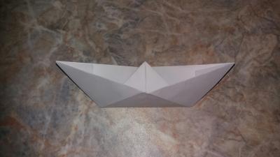 Учимся делать бумажный кораблик чтоб запускать его по лужам, после дождя!