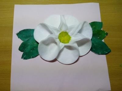 Объемная картина с цветочками из ватных дисков, специально для вас.