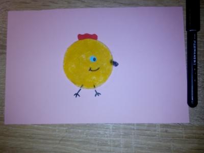Возьмём один ватный диск с маминой косметички, и сделаем замечательного цыплёнка!