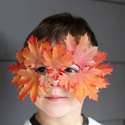 Crafts for children made of natural materials: mask od leaves