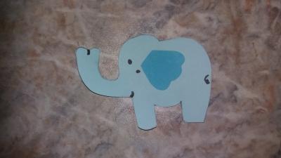 """Мечта сделать свой домашний зоопарк может быть исполнена, с помощью аппликаций и поделок. Сейчас нас ждёт аппликация """"Слоник"""" из цветной бумаги, для детей, что не любят скучать в свободное время!"""