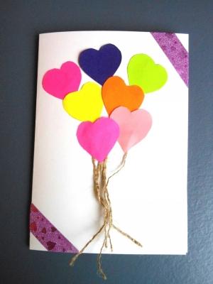 Обычные открытки и валентинки всем уже давно надоели. Будь оригинальным! Сделай такую красивую открытку из цветной бумаги.