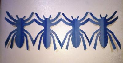 Украсим свой дом гирляндой из пауков, сделанной из цветной бумаги, своими руками.