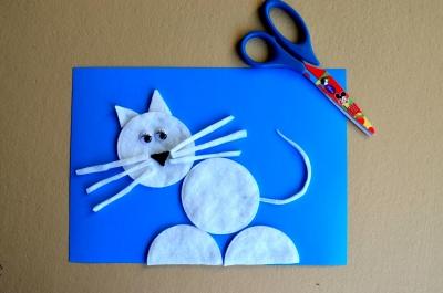 Не разрешают заводить домашних животных? Не беда, ведь мы можем сделать их своими руками, как например этого котика их ватных дисков.