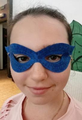 Маска из фетра не только удобная, но и очень красивая. Так давайте же сделаем такую маску своими руками.