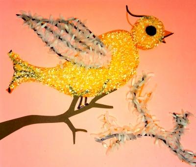 Часто простят принести в детский сад поделки из крупы. Давайте же удивим наших воспитателей такой замечательной птичкой.