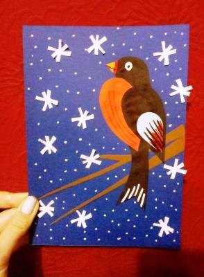 Аппликация с птичкой из бумаги, встречающей зиму, специально для вас.