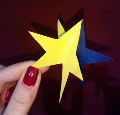 Достать с неба звезду очень просто, нужно лишь немного цветной бумаги пошаговая инструкция.