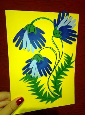 Придумываем свои виды цветочков, с помощью поделок и цветной бумаги.