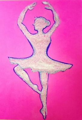 Образ балерины, сделанный своими руками из манной крупы.