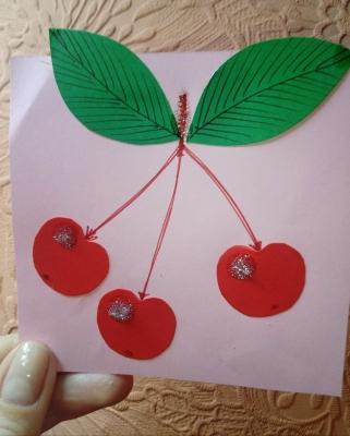 аппликация вишни из цветной бумаги
