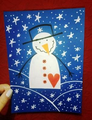 Стильного снеговика со шляпкой и красивой кофте, мы слепим из цветной бумаги.