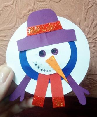 А мы можем сделать снеговика, даже когда на улице совсем нет снега.