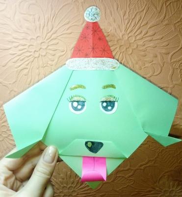 Соединяем технику оригами и аппликации в этой крутой собачке из бумаги.